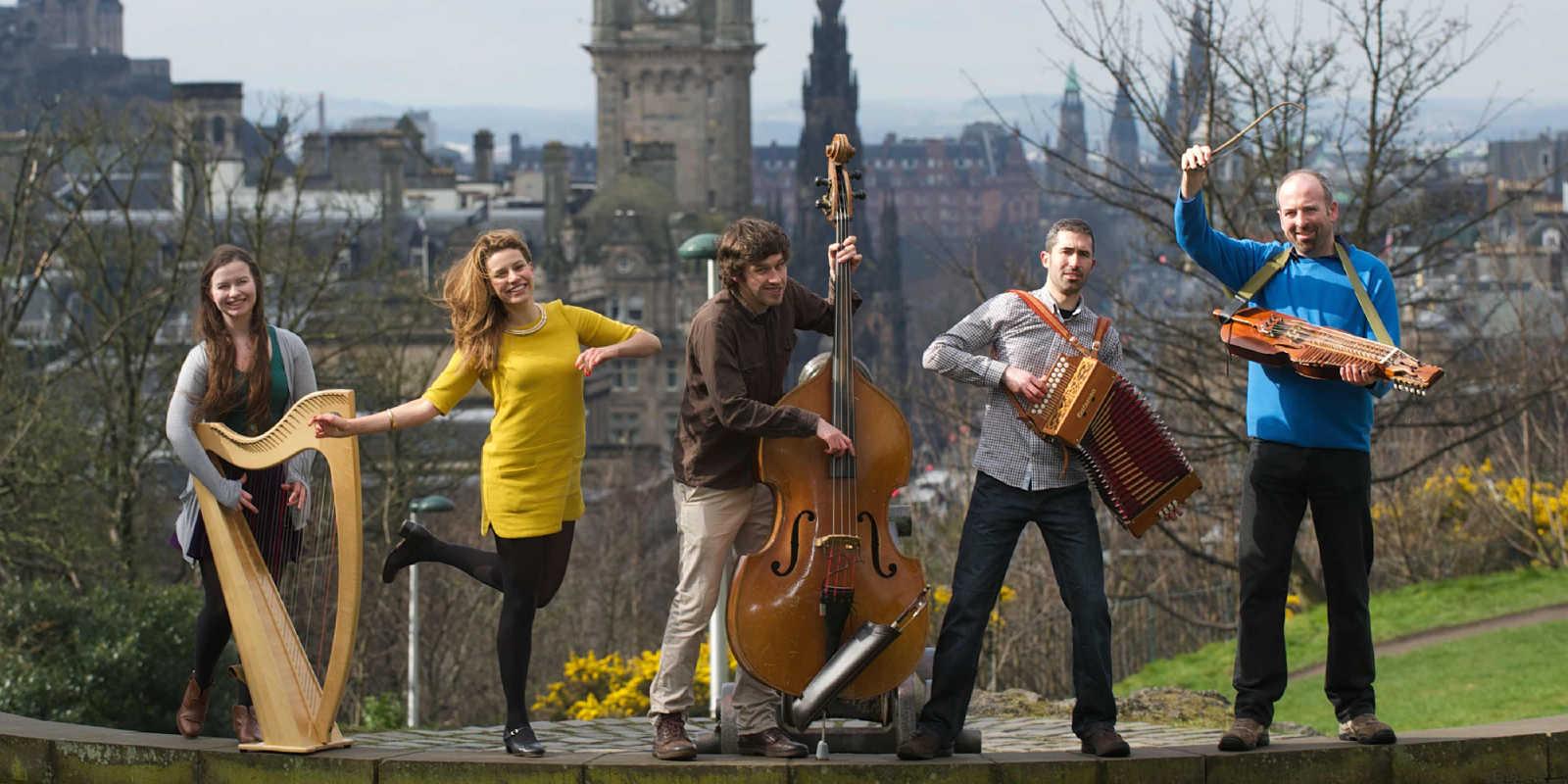 Traditional Scottish musicians in Edinburgh