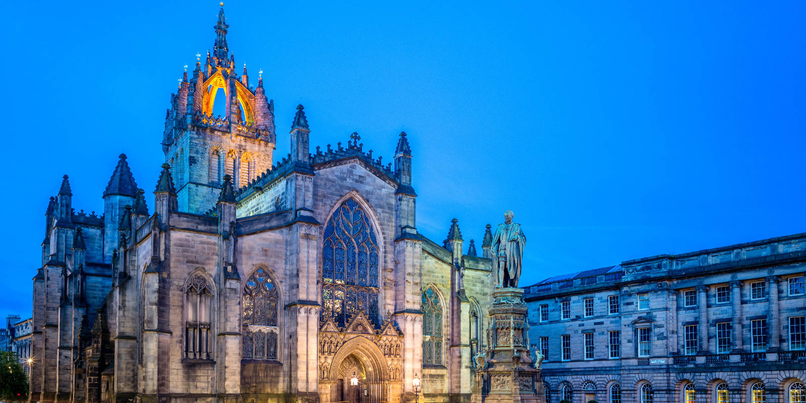 St Giles Cathedral in Edinburgh at night