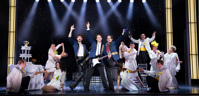 Cast of the Wedding Singer musical on stage