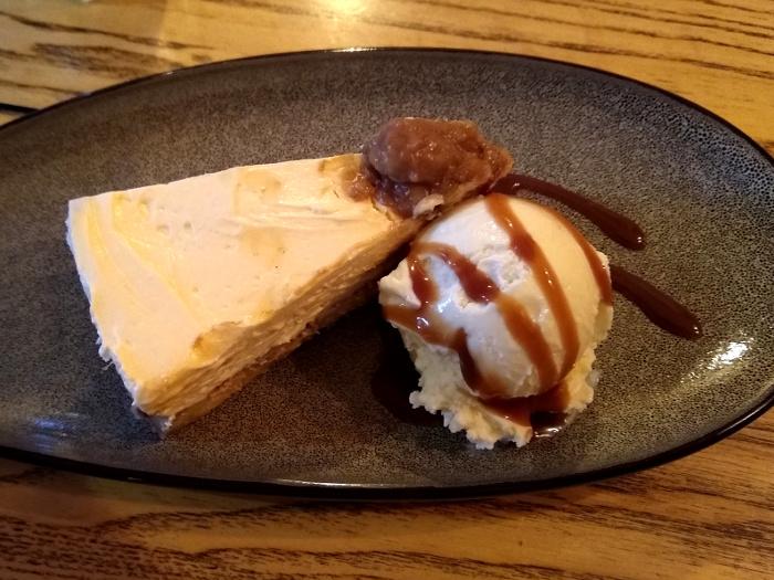 Banoffee cheesecake and ice cream